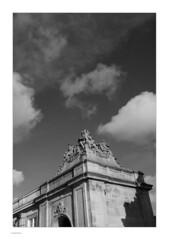 Around Slotsholmen, Mono (Michael Fleischer) Tags: slotsholmen copenhagen autumn sidelight tonality detail cloud sky shadow blackwhite monochrome tamron sp 35mm f14 di usd nikon d810 arch