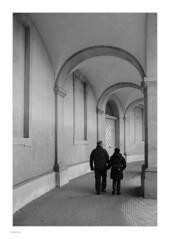 Around Slotsholmen, Mono (Michael Fleischer) Tags: slotsholmen copenhagen autumn sidelight tonality detail people shadow blackwhite monochrome tamron sp 35mm f14 di usd nikon d810 arch