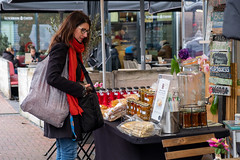 choices..... (=Mirjam=) Tags: fujifilmxt20 denhaag street people markt market stall saturday afternoon shopping november 2019