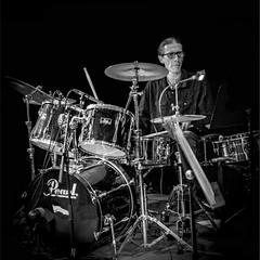 le batteur - the drummer (jemazzia) Tags: intérieur inside interior dentro innen binnen batterie bateria drums drummer schlagzeuger tambor trommelar monochrome noiretblanc blackandwhite biancoenero enblancoynegro zwartenwit schwarzundweib pretoebranco