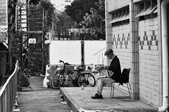 (a.pierre4840) Tags: olympus omd em10 zuiko 85mm f2 micro43 candid streetphotography bw blackandwhite noiretblanc artfilter kowloon hongkong urban decay fotor