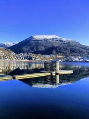 Bergensspeil -|- Mirroring Bergen (erlingsi) Tags: reflection norway raft bergen spegling mirrorlike flåte storelungeren blue blau høst blått