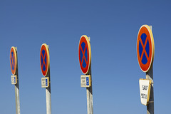 Four times No Stopping (Jan van der Wolf) Tags: map19965v four vier signs repetition roadsign trafficsign stopverbod verkeersborden herhaling stopping prohibition stoppingprohibited nostopping