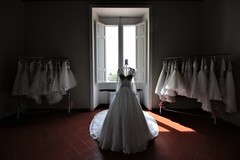 Mariage d'amour... (modestino68) Tags: abito dress luci lights ombre shadows finestra window chopin