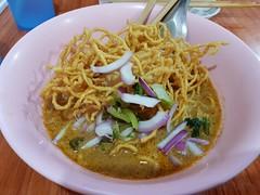 Khao Soi in Nong Khai ข้าวซอยที่หนองคาย (SierraSunrise) Tags: thailand isaan esarn nongkhai restaurant dining northernthai khaosoi food noodles chicken
