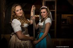 IMG_5641_kl (fotografie.rainer) Tags: portrait model femalemodel spass fun shooting fotoshooting heu dirndl bayrisch scheune heugabel trier rheinlandpfalz deutschland germany fotografierainer indoor