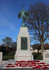 War Memorial,Hope Paton Park,Montrose_nov 19_608 (Alan Longmuir.) Tags: hopepatonpark warmemorial tayside montrose