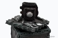 ...Exchequer... (cegefoto (Not very active)) Tags: macromondays lids treasurechest exchequer schatkist deksel camera doos box macro present cadeau