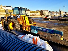 Burghead JCB (calzer) Tags: jcb burghead moray council harbour work repair lifting monday samsung cold sunny november
