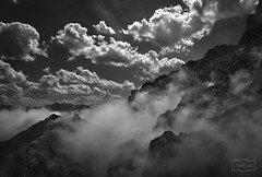 Que día tan bonito/ What a beautiful day (Jose Antonio. 62) Tags: spain españa picosdeeuropa mountains montañas clouds nubes bw blancoynegro blackandwhite neblina mist