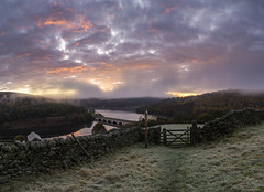 Ladybower Sunrise (l4ts) Tags: landscape derbyshire peakdistrict darkpeak goldenhour sunrise derwentvalley crookhill ladybowerreservoir bamfordedge drystonewalls barn gate mist frost ashoptonviaduct panorama winhill appickoftheweek