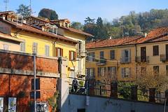 scorcio (archgionni) Tags: case houses giallo yellow finestre windows porte doors muri walls mattoni bricks scorcio italy