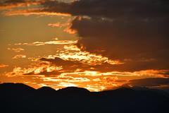 DSC_4505 (griecocathy) Tags: paysage coucher soleil ciel nuage montagne noir gris jaune crème blanc rosée bleutée marron