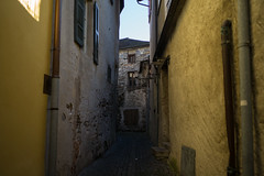 vicoletto di Ascona (TI) (Toni_V) Tags: m2402754 rangefinder digitalrangefinder messsucher leicam leica mp typ240 type240 28mm elmaritm12828asph ascona ticino tessin street architecture switzerland schweiz suisse svizzera svizra europe ©toniv 2019 191109