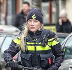 politie escorte (Gerard Stolk ( vers le toussaint)) Tags: zwartepiet denhaag haag thehague lahaye politie