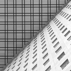 Géométrie (LouMaxx) Tags: modern architecture paris defense lignes building lines bw nb geometry