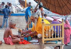 Le sage et l'enfant /The wise and the child ..Varanasi / India (geolis06) Tags: geolis06 asia asie inde india uttarpradesh varanasi benares gange ganga ghat inde2017 olympus hindu hindou religieux religious sage sadhu banaras child enfant brahmane