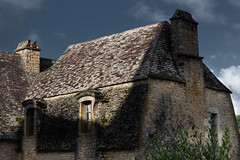 Stones, Roof & Sun (Pierre PRESTAT) Tags: beynac darkskies dordogne france oldhouse rooftops stonerooftops stones sunlight