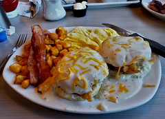 Perkins, Southern Fried Chicken Biscuit Breakfast (Mr. Mega-Magpie) Tags: samsung s9 indoors perkins southern fried chicken biscuit breakfast creamy gravy eggs cheese bacon potatoes food delicious delectable appetizing flavorsome mouthwatering savory scrumptious succlent tastful yummy chow grub rochester mn minnesota usa america