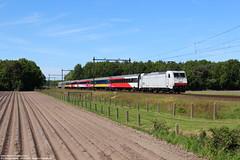NMBS 2844 - Nispen 24-05-2015. (Reizigerstreinen & trams) Tags: 9244 den haag hollands spoor hs brussel zuid nispen netherlands holland noordbrabant trein train zug loc locomotive hle28 2844 br186 nmbs sncb ns nederlandse spoorwegen dutch railways