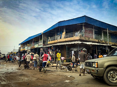 Côte d'Ivoire, Abidjan - Wheelbarrows in Adjamé district - March 2019 (Cyprien Hauser) Tags: street people wheelbarrow mud shop building africa workers barrow ivory coast côte divoire abidjan adjamé