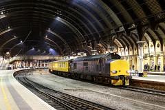 37612 1Q64 york station 18.11.2019 (Dan-Piercy) Tags: harryneedle colasrail class37 37612 37116 york station plt5 1q64 derby rtc doncaster westyard testtrain ecml