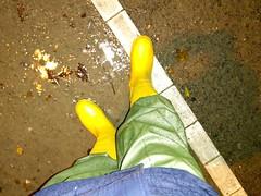 Train station at rain (northseaboy) Tags: gummistiefel gummistövlar wellingtons wellies wellingtonboots rain rainpants rainjacket puddles station yellow nass pfützen gayrubber regensachen regenjacke regntøy regenhose