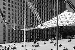 Break time (Sonia gsgs) Tags: monochromemonday paris ladefense la grande arche lagrandearche monochrome blackandwhite blackwhite bw monocromo blancoynegro urbanshots urbanphotography cityphotography cityvibes cityshots streetphotography streetshots streetvibes