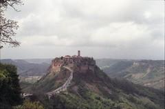 Civita Pasqua 2019 (Ciaa08) Tags: analog analogica filmcamera film 35mm nikonfm2 kodakcolorplus200 vintage pasqua tuscia lemiefotofannoschifo