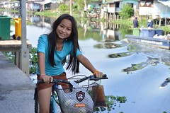 pretty preteen girl on a bicycle (the foreign photographer - ฝรั่งถ่) Tags: pretty preteen girl bicycle khlong lard phroa portraits bangkhen bangkok thailand nikon d3200