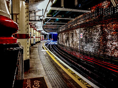 Empty Algate Underground Station (Mike Cook 67) Tags: london londontransport londonunderground empty platform railway lightrailway metro old original