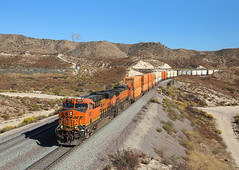 6891 + 5232, Phelan CA, 26 October 2019 (Mr Joseph Bloggs) Tags: bnsf burlington northern santa fe railway railroad bahn zug train treno freight cargo merci usa united states america california container intermodal stack double phelan cajon pass gevo general electric es44c4 6891 5232