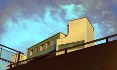 Attikawohnung im Dampflock-Look, Zürich (explore zurich – twin photography) Tags: zürich zurich eliaskopf elias«eko»kopf eko attikawohnung wohnen hochhaus eisenbahnerbaugenossenschaft stadt city skyscraper