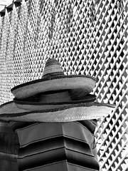 DSCN8719 (2) sombreros (cardigan48) Tags: window sombrero sombra lights geometry monocromatico artesania