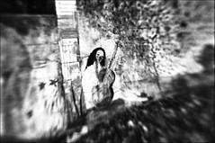 o sole mio (-; (jo.sa.) Tags: mauer grafitti monochrom kleinbild analog schwarzweiss analogefotografie bw sw schwarzweissfotografie