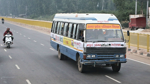 Bus Runs ~ Delhi to Agra (3 of 7)