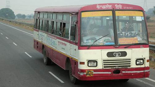 Bus Runs ~ Delhi to Agra (2 of 7)