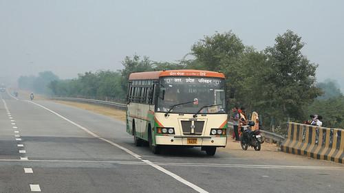Bus Runs ~ Delhi to Agra (6 of 7)
