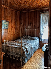 Douillet (Jean S..) Tags: cosy bed bedroom window curtain indoors house old ancient wood painting light