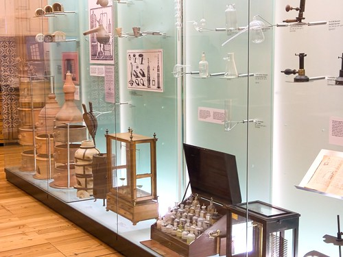 Chemistry equipment from the 18th and 19th centuries in the Museu da Ciencia