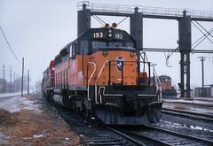 Rainy day in Bensenville (Moffat Road) Tags: milwaukeeroad milwaukee cmstpp emd sd402 193 bensenville illinois train railroad locomotive sandtowers il