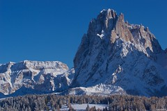 IMGP3660 Sassolungo, Gruppo Sella (Claudio e Lucia Images around the world) Tags: alpe di siusi val gardena dolomiti snow winter mountains adler lodge ortisei sassolungo sassopiatto sky christ cross pentax pentaxk3ii pentaxcamera pentaxart cold unesco tamron tamronlens tamron70200 tamronart sella grupposella gröden alpedisiusi valgardena