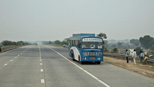 Bus Runs ~ Delhi to Agra (4 of 7)