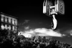 Le 7 à portée de main...  / 7 at hand... (vedebe) Tags: noiretblanc netb nb bw monochrome architecture marseille vieuxport ports port ville city rue street urbain urban grues nuages pharo provence