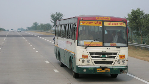 Bus Runs ~ Delhi to Agra (5 of 7)