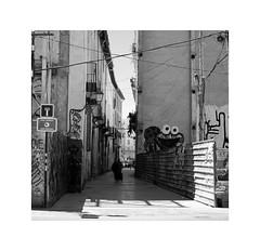 Valencia 45 (BLANCA GOMEZ) Tags: spain valencia bw blackwhite light shadows patterns textures silhouettes urban street calle graffiti dibujo calledeexarchs exarchsstreet arquitectura architecture historicalstreet callesconhistoria heat sun hot