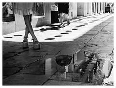 L'attente. (francis_bellin) Tags: noiretblancphoto cité olympus málaga blackandwhite streetphoto ville chaleur bwphoto netb fête photoderue feria2019 août rue tradition photographie bw streetphotographie blackandwhitephoto monochrome nb photographederue street noiretblanc feria 2019 andalousie espagne
