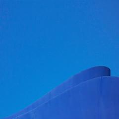 blue wave (guggenheim:bilbao) (jotka*26) Tags: bluewaveguggenheim everythingsblue bilbao evivaespaña jotka26 berlin germany architecture architektur architectura archdaily architektuur arquitectónica architekture bluesky bluemonday square blau bleu azur bluewavesinbeton whatgoeswiththeblue