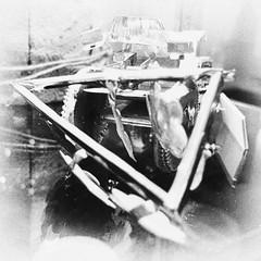Traktor mit Pflug - Weltspielzeug (schubertj73) Tags: fotografie foto fotos photo photography photos photoart photographien fujifilm x10 gimp parktheater iserlohn weltspielzeug kinderhilfswerk plan art artwork artworks artphoto artphotography artist kunst kunstwerk kunstfotografie schubertj73 spiegelung spiegelungen reflection nb bw noir blanc black blackwhite blackandwhite white weis weiss schwarzweis schwarz schwarzweiss zwartwit sw monochrome monochromo camaieu ausstellung exhibition