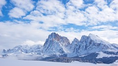 IMGP4099 Gruppo Sella, Sassolungo e Sassopiatto. (Claudio e Lucia Images around the world) Tags: alpedisiusi valgardena dolomiti alpe di siusi val gardena snow winter mountains adler lodge ortisei sassolungo sassopiatto sky christ cross pentax pentaxk3ii pentaxcamera pentaxlens pentaxart cold unesco pentax18135 gröden